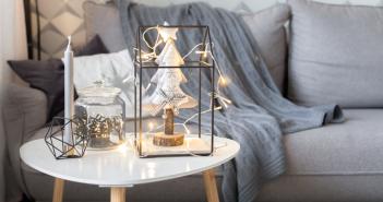 Nie lubisz sprzątać, a chcesz, aby Twój dom błyszczał na Święta? Przeczytaj tych 5 wskazówek, które sprawią, że porządkowanie domu stanie się przyjemnością