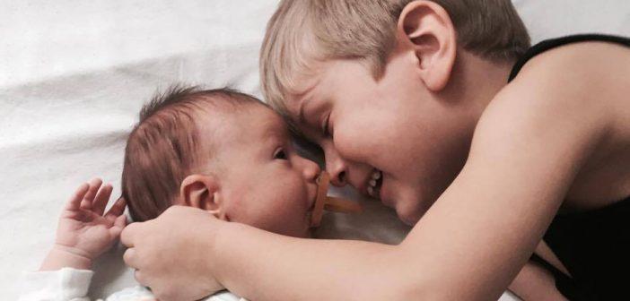 Sprawdzony przepis na to, jak przygotować dziecko na przyjście młodszego rodzeństwa