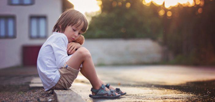 Błąd wychowawczy, przez który krzywdzimy swoje dzieci. Poznaj go, wyeliminuj i wychowaj szczęśliwe dzieci.