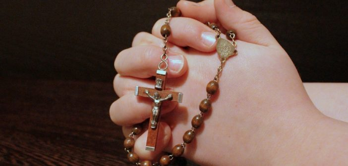 Jestem wierząca a mój mąż to ateista… Jak mam wychować dziecko?