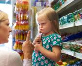 Twoje dziecko rzuca się na podłogę i krzyczy w trakcie zakupów? Zobacz, jak poradziłam sobie z tym raz na zawsze