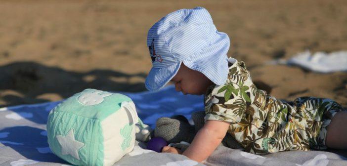 Zabawa z niemowlakiem – w co bawić się z dzieckiem w wieku 0-6 miesięcy