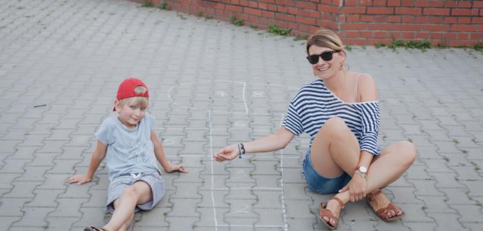 12 zabaw z dzieciństwa PRL, które warto pokazać swoim dzieciom