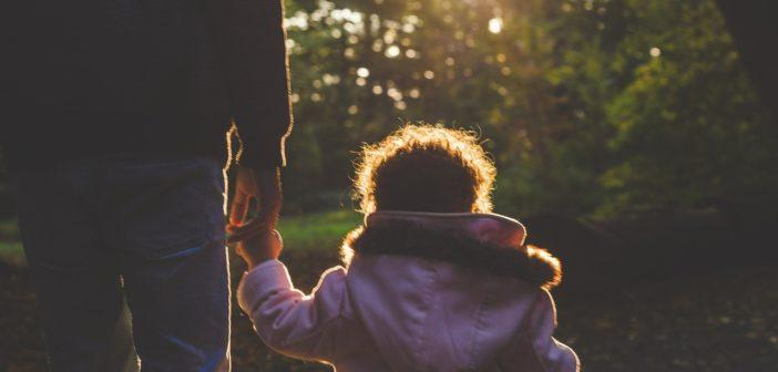 Niebezpieczne uzależnienie współczesnych rodziców. Ty też to robisz!